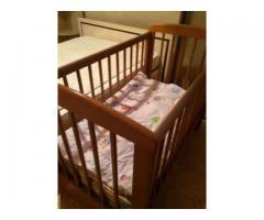 Детская кроватка + 2 марасика